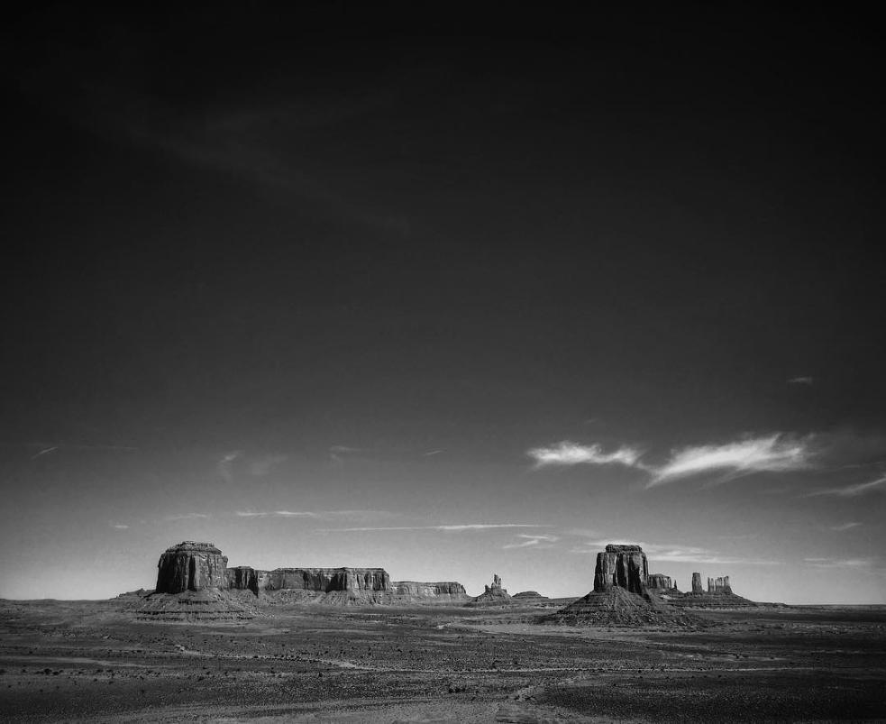 Jagged horizon, Monument Valley…